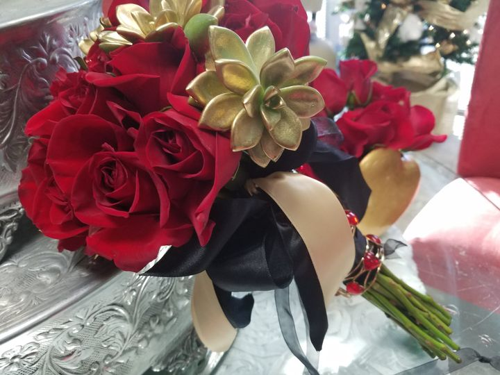 Red roses and gold flowers
