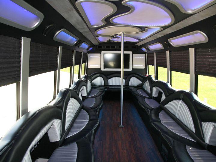 Tmx 1523627189 A74bc481ca340a3f 1523627188 909932ea3410f1d3 1523627188568 7 DEFENDER5 Amherst, OH wedding transportation