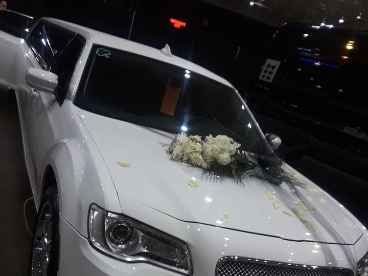 Tmx 1523738554 8e5ff0a6f5afe59c 1523738552 22d477179b601ac7 1523738555031 24 Flo Amherst, OH wedding transportation