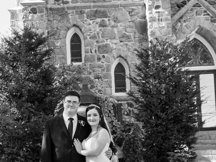 Tmx Couple Phto In Front Of The Bell 51 1023947 157551113594465 Orono, ME wedding venue