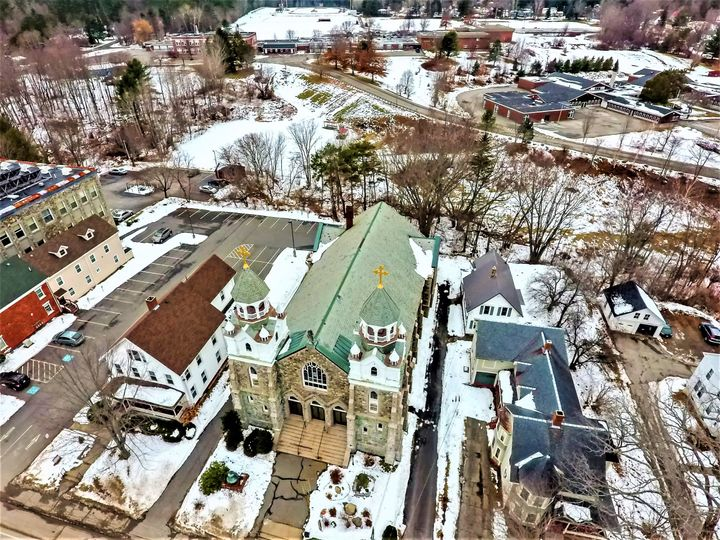 Tmx High Aerial Front And Whole Property 51 1023947 Orono, ME wedding venue