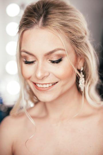 Soft bronze bridal look