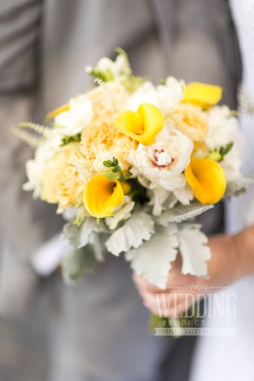 Yellow and white flower combination