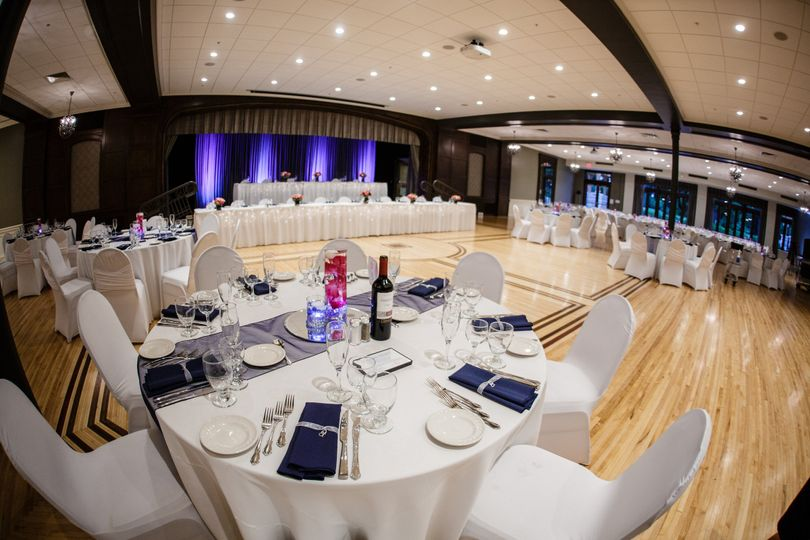 Table setting and navy napkins