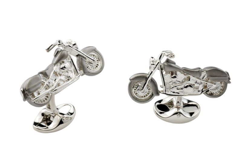 Deakin & Francis Cuff Links in Sterling Silver. Also available in Gold.