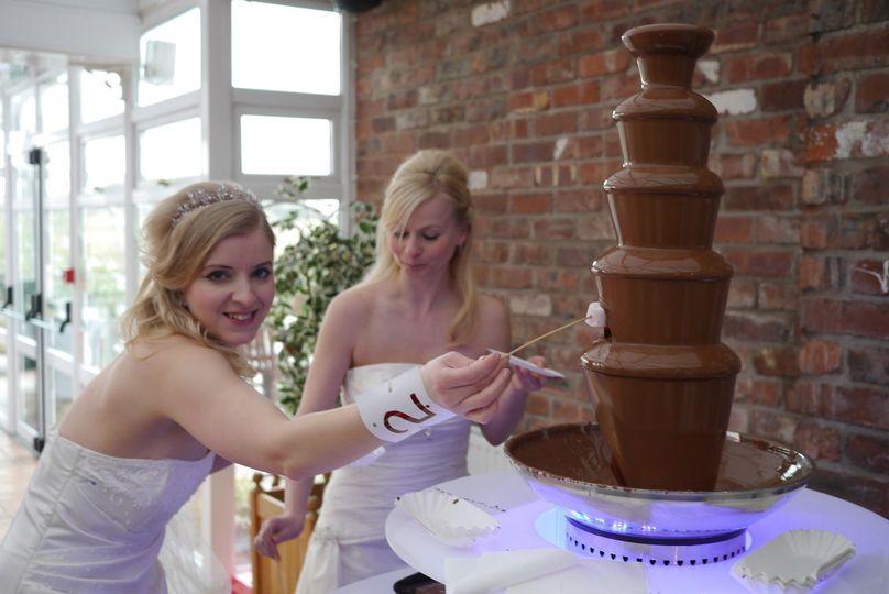 wedding cfo chocolate fountain