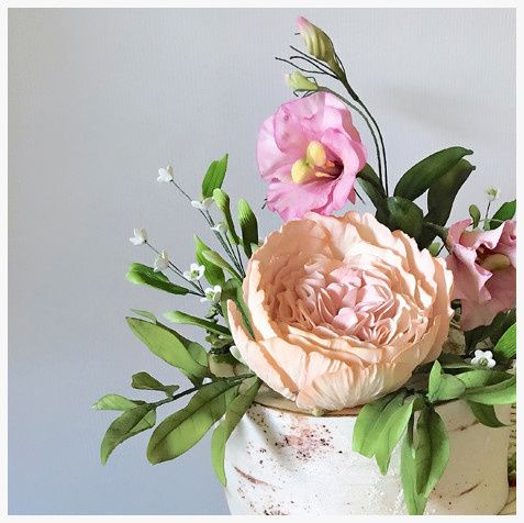 Sugar lisianthus and roses
