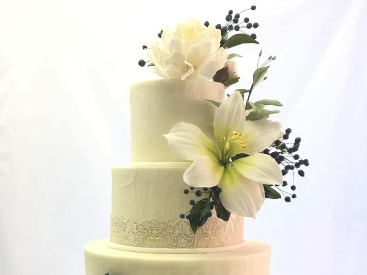 Tmx Lilies And Berries 51 156057 Stowe, VT wedding cake