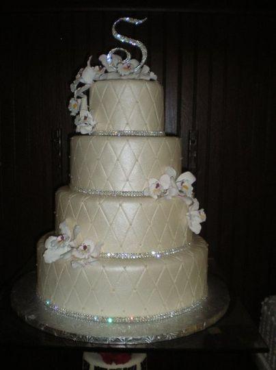 Fancy wedding cake with flowers