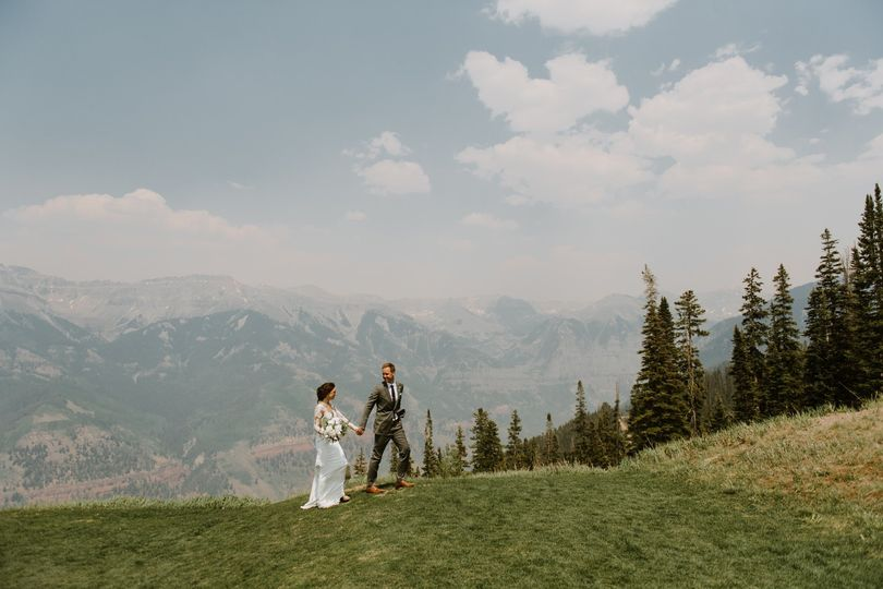 Telluride wedding - hand in hand