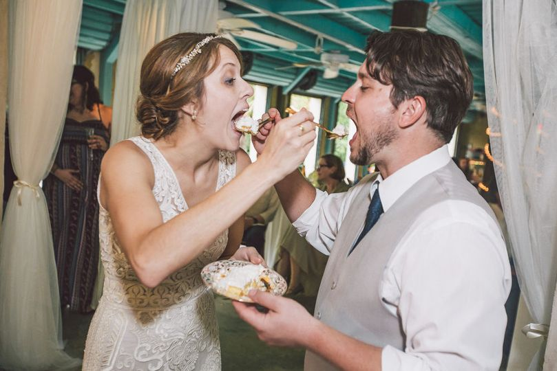 Feeding cake