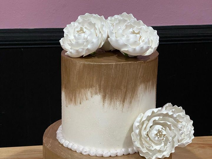 Tmx 89655395 880168572406849 2709012650146136064 O 51 1512157 160047152940281 Stoneville, NC wedding cake