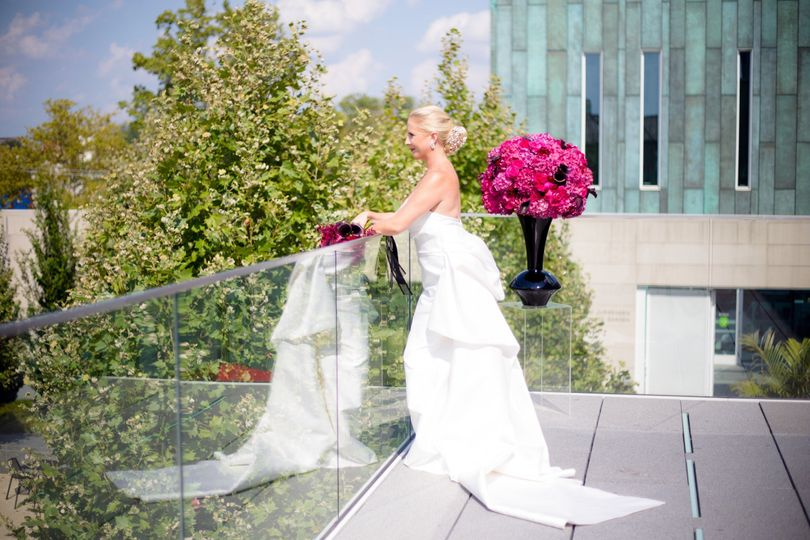 Columbus Museum of Art-such a beautiful, modern yet elegant wedding venue!  Gorgeous photo ops both...