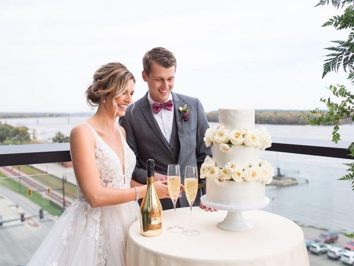 Tmx Merrill Wedding Cake Cutting On Balcony 51 1005157 157541450485529 Muscatine, IA wedding venue