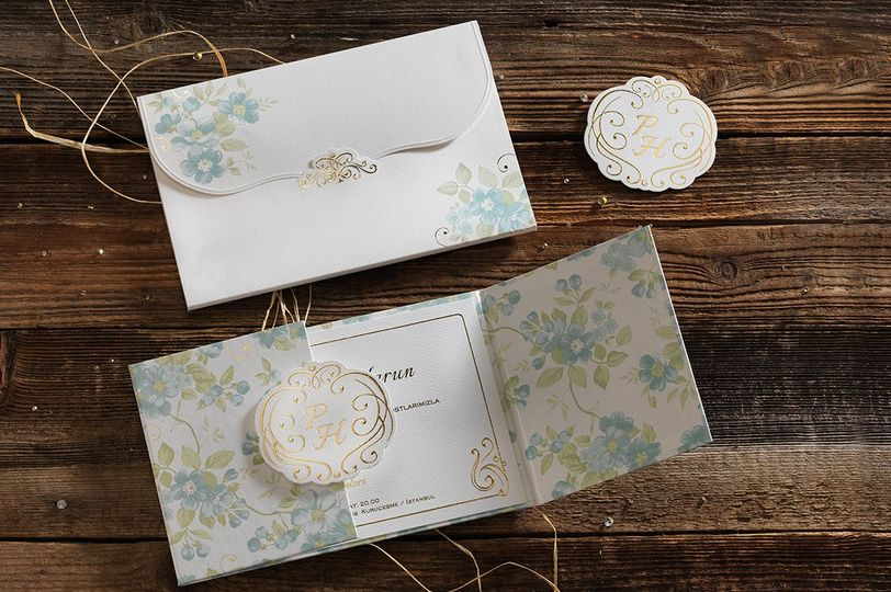 Floral folding invitations