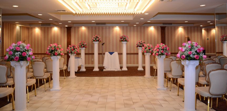 On-site ceremony space in Bobby's Place