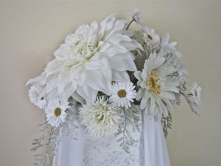 Bodacious daisy altar floral