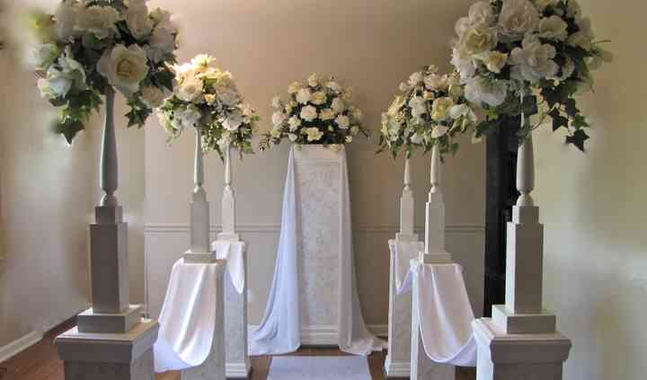 Wedding Pillars and Petals