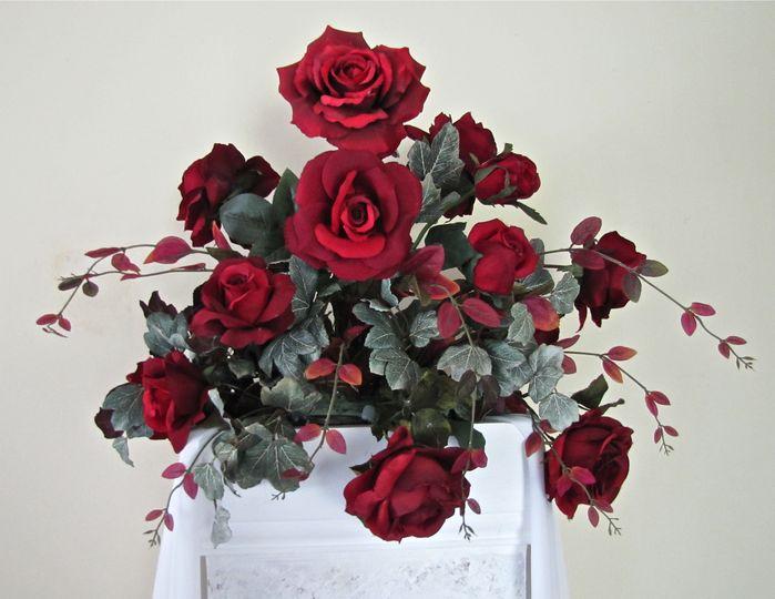 Red roses altar pillar floral