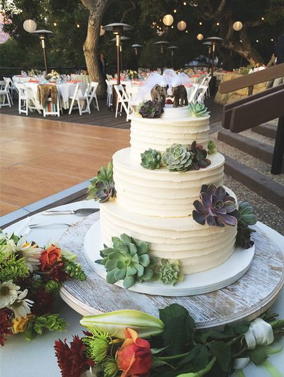 lilac patisserie wedding cake santa barbara ca weddingwire. Black Bedroom Furniture Sets. Home Design Ideas