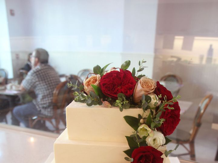Tmx 1521521769 E9e96059e1be1338 1521521768 Bf7af2525cb19167 1521521767596 6 RoseWeddingCake Santa Barbara, CA wedding cake