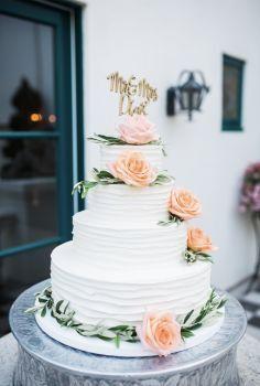 Tmx 1521521893 E84d8a591e7c7b33 1521521893 142e20c0e38265b1 1521521891528 9 Borrowedandblue 23 Santa Barbara, CA wedding cake