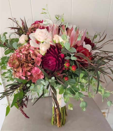 Rich fall reds, protea hydrang
