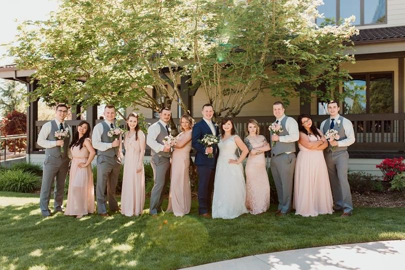 Couple with bridesmaids and groomsmen
