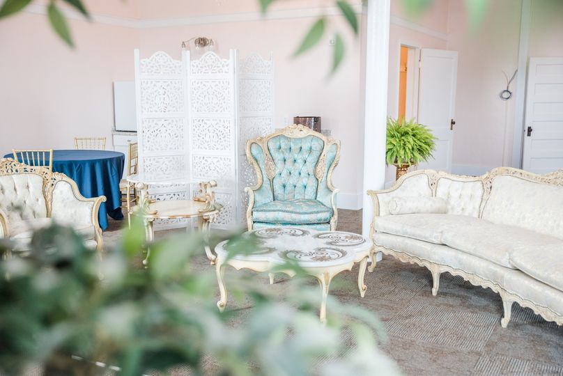 Sitting area in bridal suite