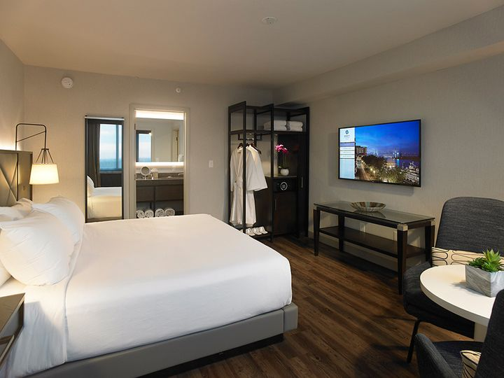 Tmx Skyline Suite Bedroom 51 142457 Rochester, New York wedding venue