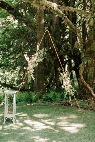 Triangular arch floral setup