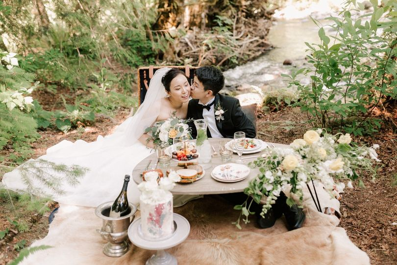 Elopement picnic styling