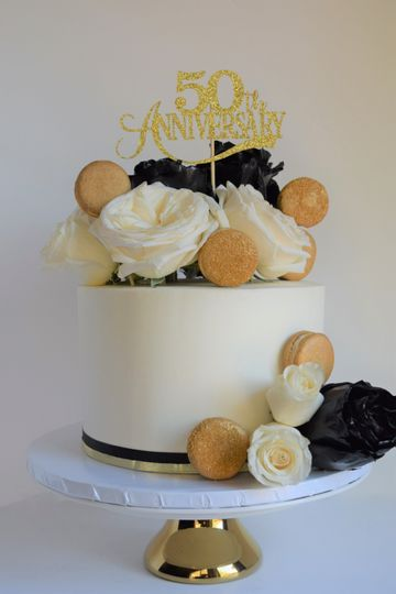 Black and Gold Anniversary Cak
