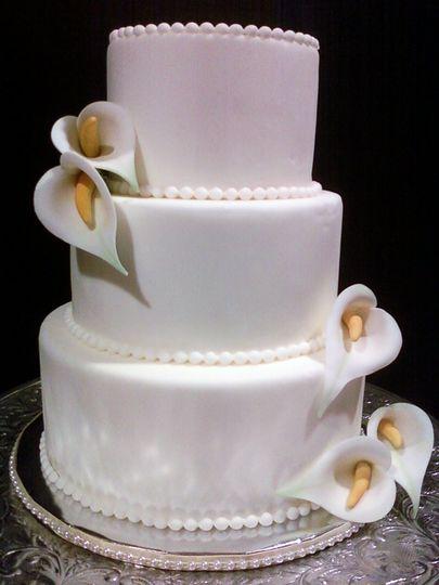 Sugar calla lily wedding cake