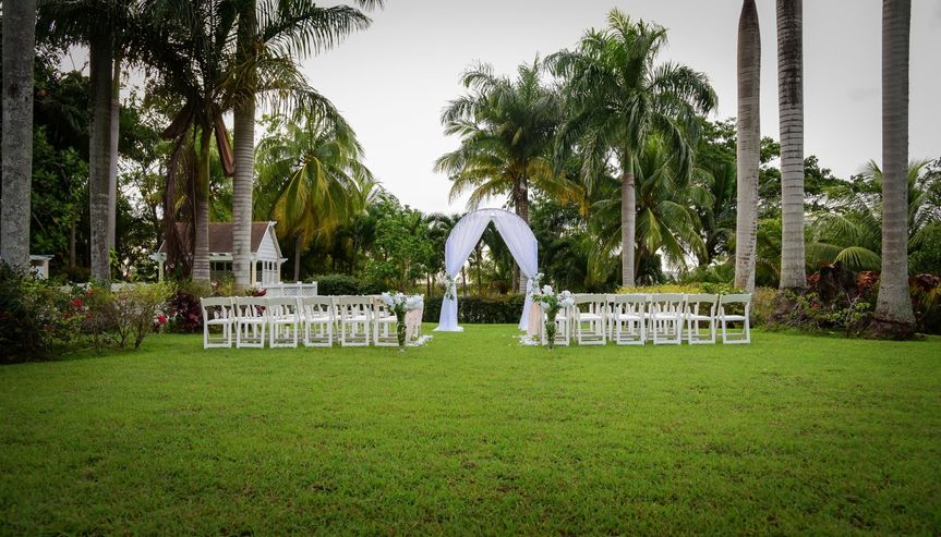 A gorgeous outdoor ceremony