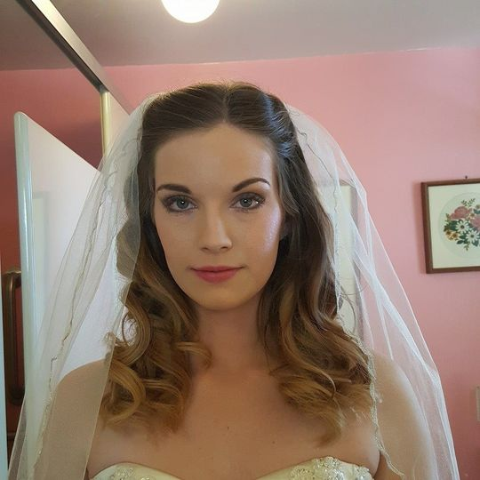Simple makeup and soft curls