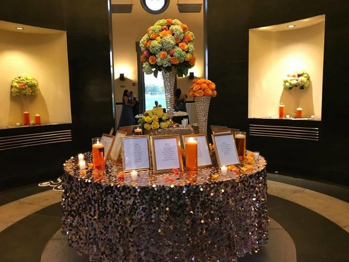 Sparkling table decor with orange accent