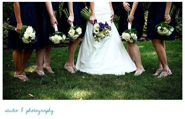 The bride and her attendants with their Artiflora designed bouquets.