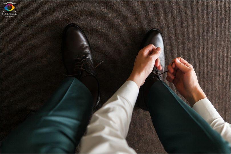 Tying wedding shoes