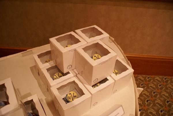 cupcake favor boxes with couple's name and wedding date