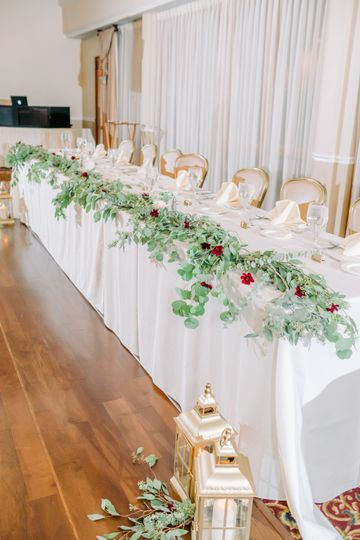 Loose Greenery Head Table