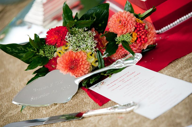 Dahlia bouquets for a September 25 wedding
