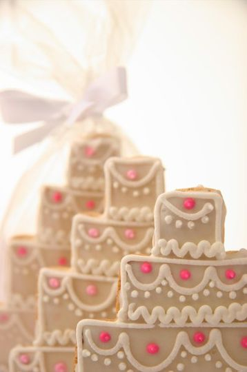 Sparkling in their cellophane bags, wedding cake cookies can be a sweet surprise for your guests....