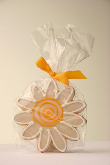 He loves me... He loves me...  The classic Daisy Cookie is perfect for any occasion from wedding...