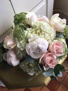 Light themed flower arrangement