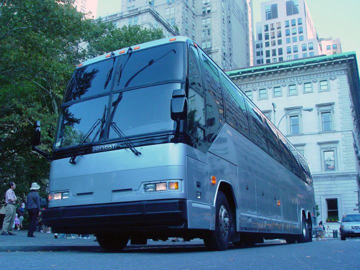 exterior luxury coach 04