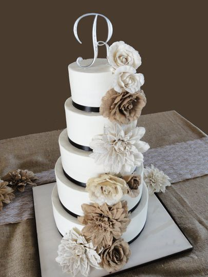 800x800 1483564344278 Wedding 12 1505685228671 Monogram Cake