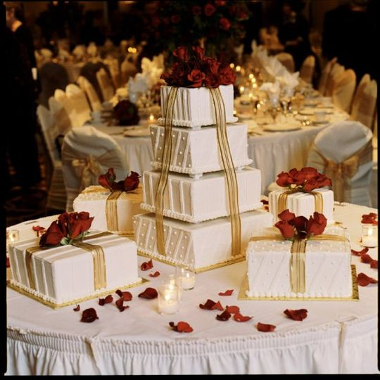 Have your wedding cake created by our tenured pastry chef.