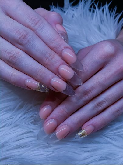 Glass-effect nails