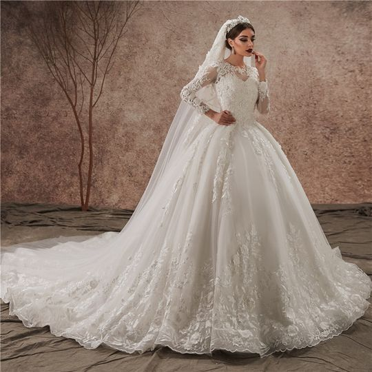 Lace gown with stunning veil